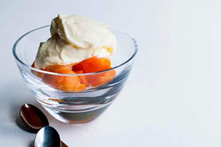 Мороженое с лимоном и йогуртом