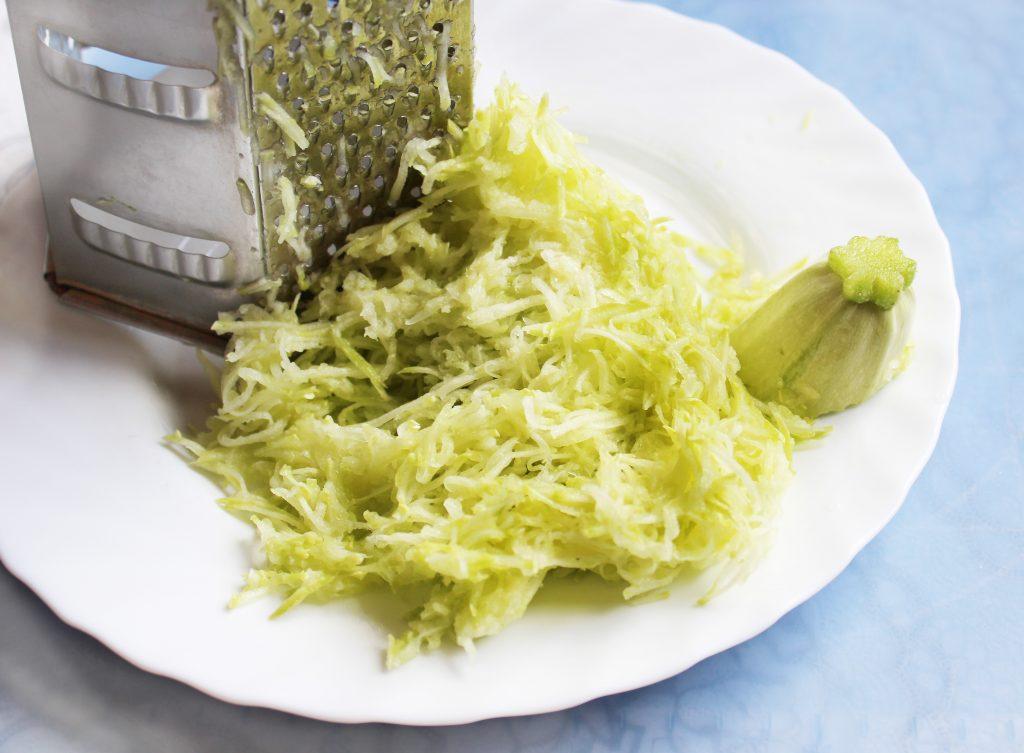 Фото рецепта - Омлет с кабачками и сыром - шаг 3