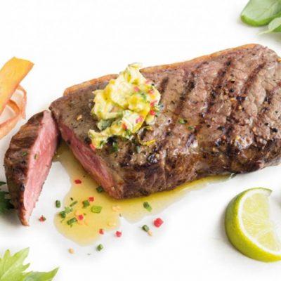 Стейк из говядины с кунжутом и острым маслом - рецепт с фото