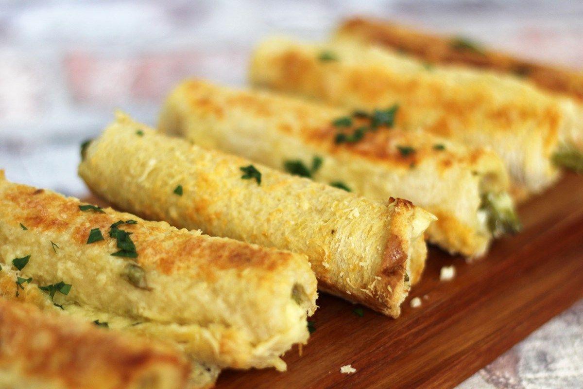 Запеченные рулетики из хлеба со спаржей и сыром
