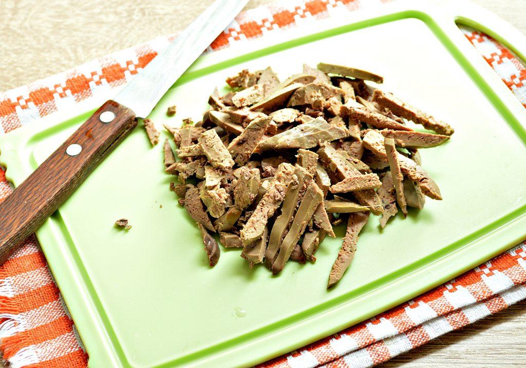 Фото рецепта - Картофельный салат с овощами и печенью - шаг 1