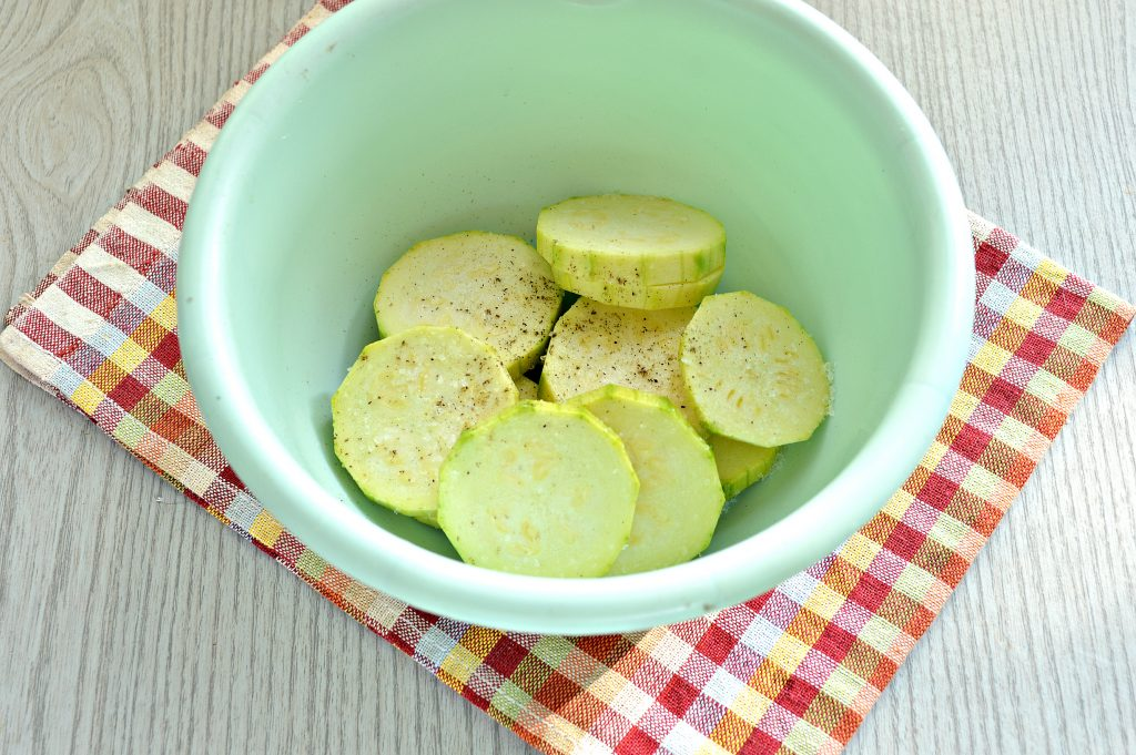 Фото рецепта - Бутерброды с кабачками и зеленью - шаг 1