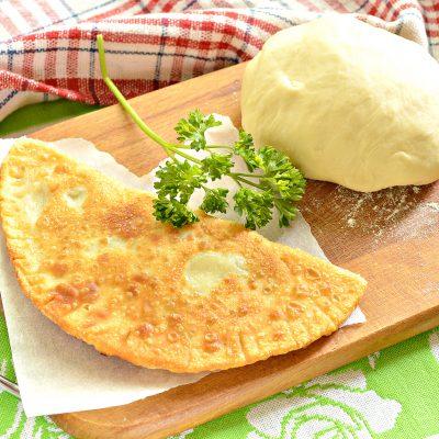 Тесто для чебуреков на кислом молоке - рецепт с фото