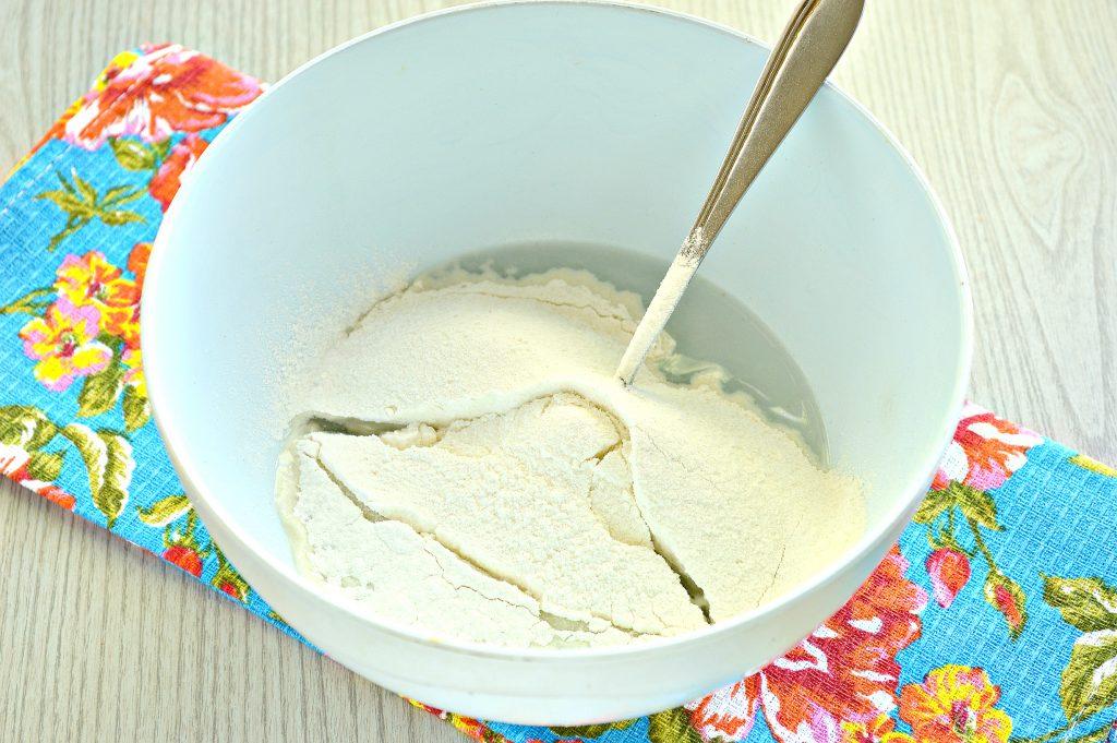Фото рецепта - Тесто для пельменей без яиц - шаг 2