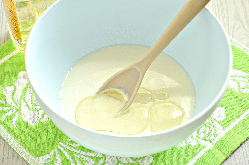 Фото рецепта - Тесто для чебуреков на кислом молоке - шаг 2
