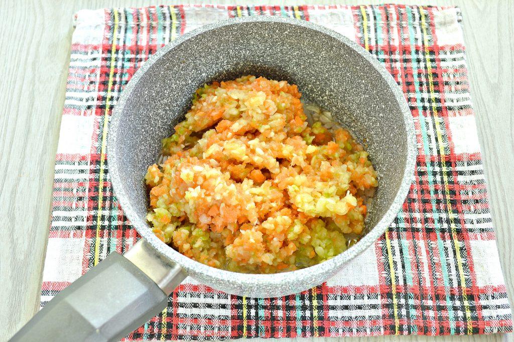 Фото рецепта - Икра на зиму из кабачков и моркови - шаг 2