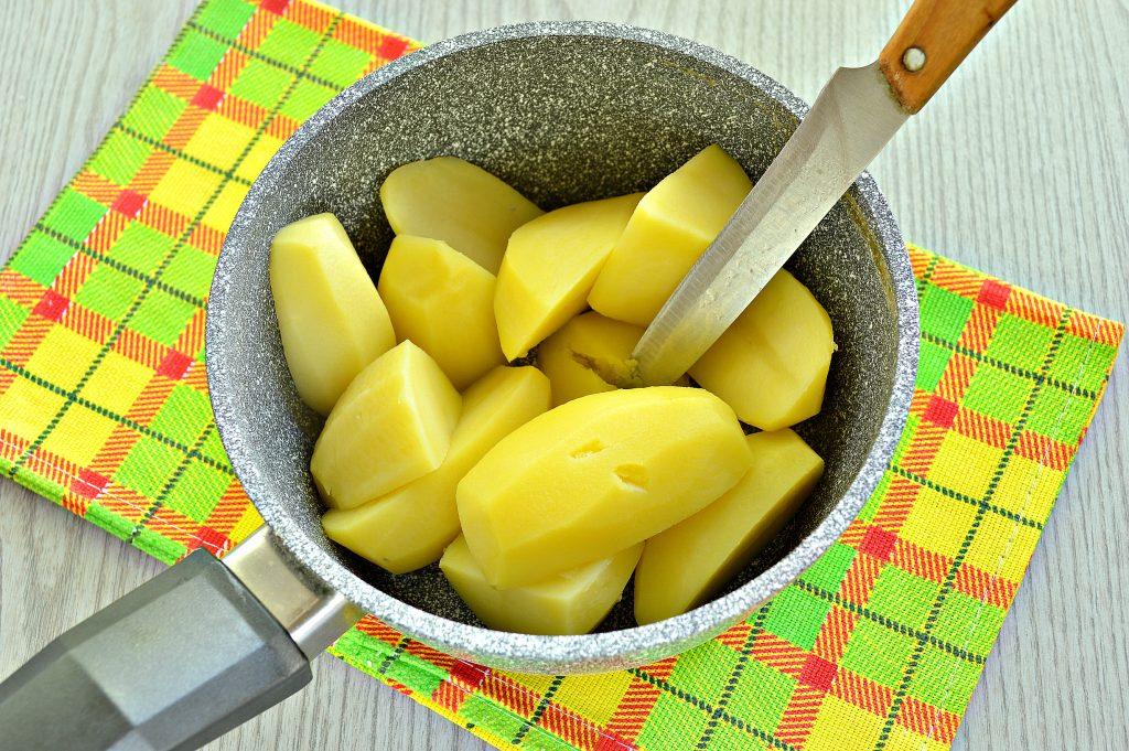 Фото рецепта - Картофельное пюре с зеленью и молоком - шаг 3