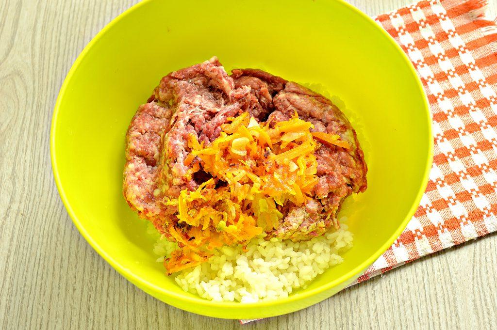 Фото рецепта - Фаршированный перец с рисом в томатной заливке - шаг 3