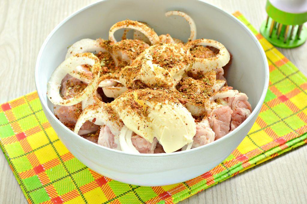 Фото рецепта - Шашлык из свинины на шпажках в духовке - шаг 3