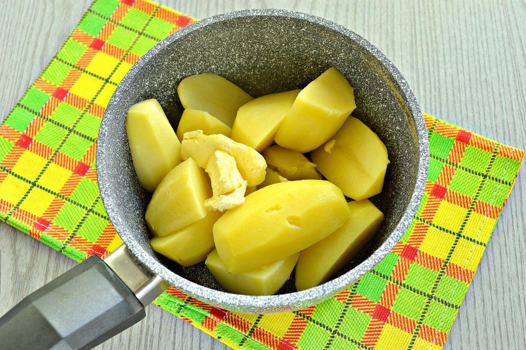 Фото рецепта - Картофельное пюре с зеленью и молоком - шаг 4