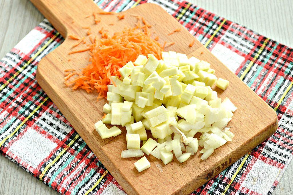 Фото рецепта - Рагу из говядины и кабачков - шаг 4