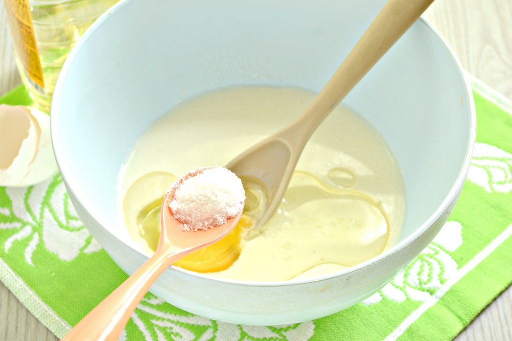 Фото рецепта - Тесто для чебуреков на кислом молоке - шаг 4