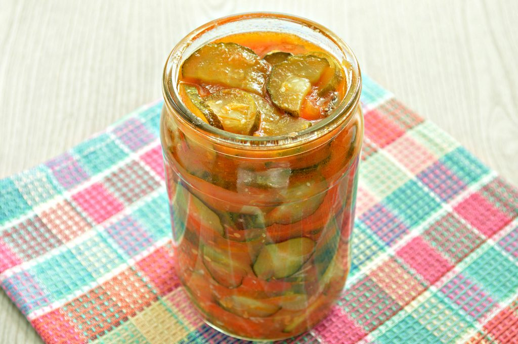 Фото рецепта - Салат-лечо из огурцов и помидоров - шаг 4