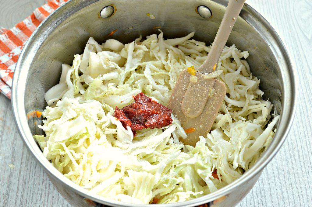Фото рецепта - Капуста, тушенная с рисом и курицей - шаг 4