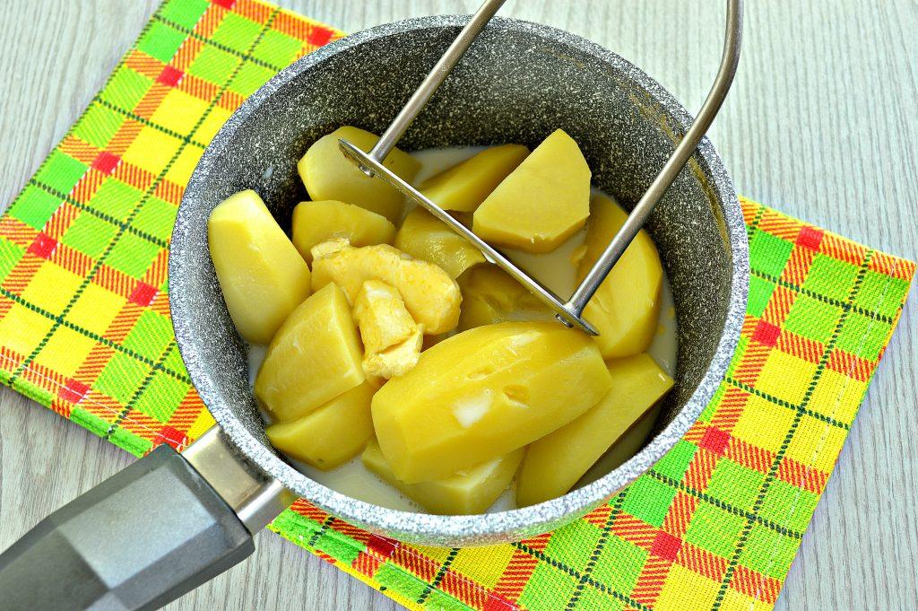 Фото рецепта - Картофельное пюре с зеленью и молоком - шаг 5