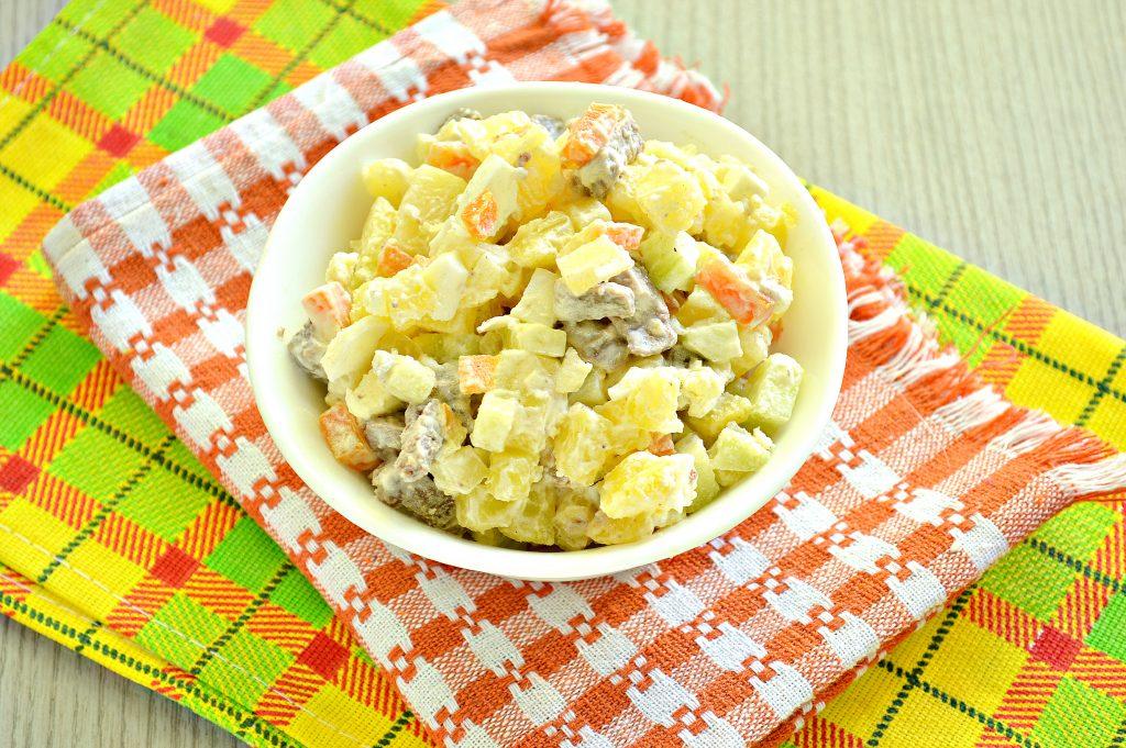 Фото рецепта - Мясной салат со свежим огурцом и вареными овощами - шаг 5