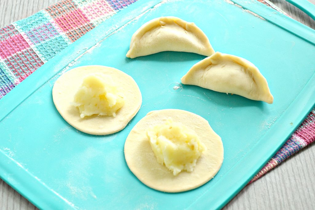 Фото рецепта - Вареники с картофелем на пару - шаг 5