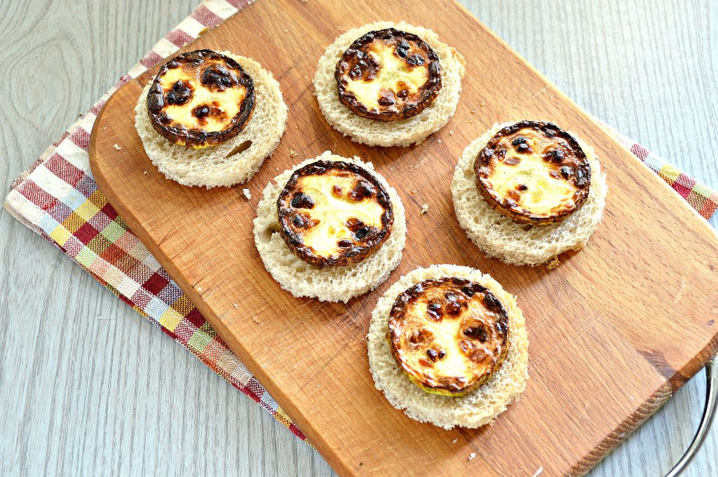 Фото рецепта - Бутерброды с кабачками и зеленью - шаг 5