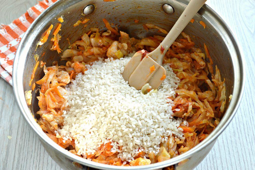 Фото рецепта - Капуста, тушенная с рисом и курицей - шаг 5