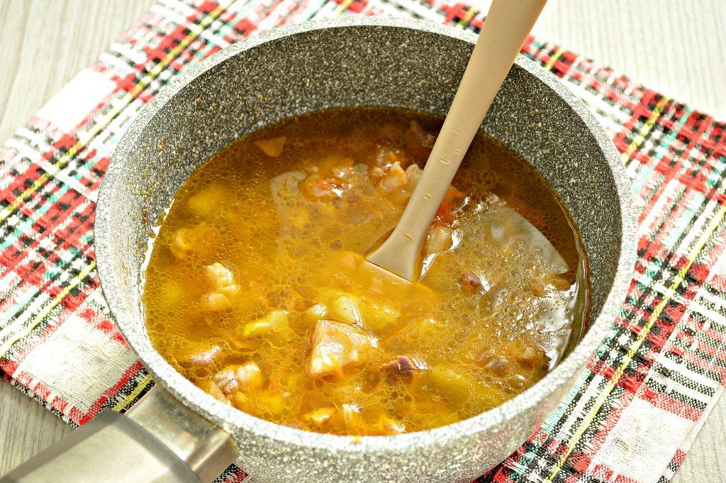 Фото рецепта - Рагу из говядины и кабачков - шаг 6