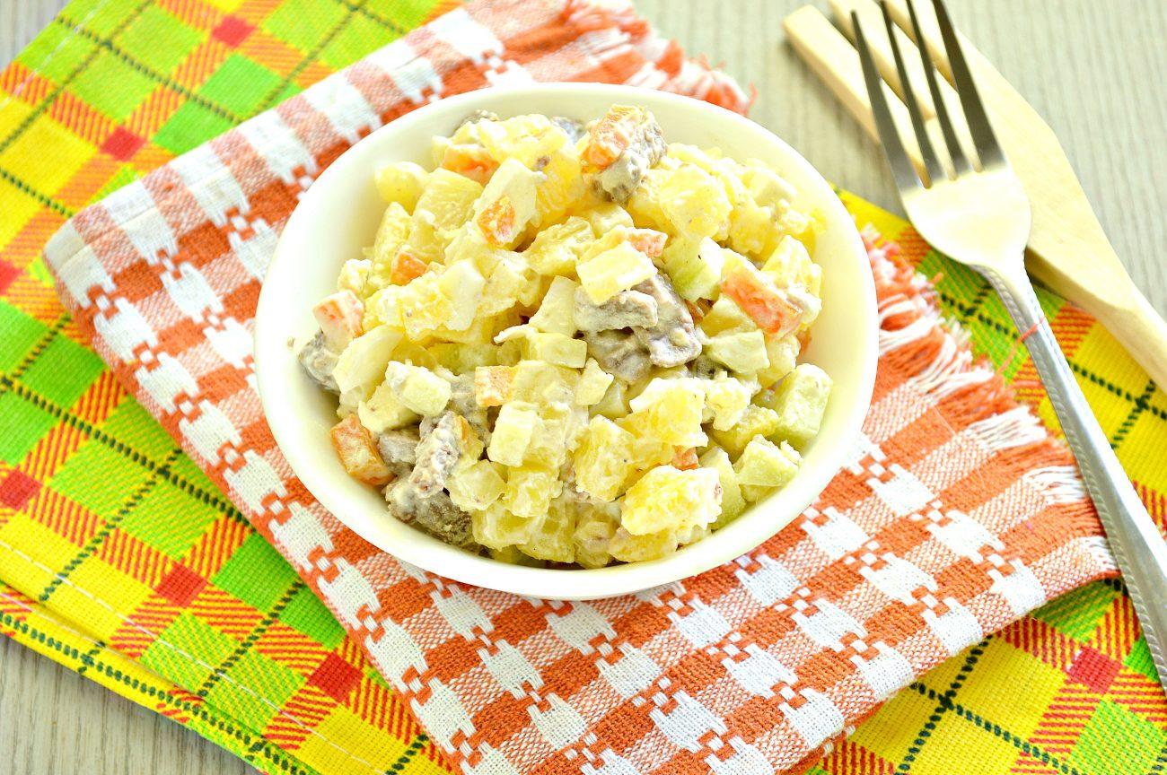 Мясной салат со свежим огурцом и вареными овощами
