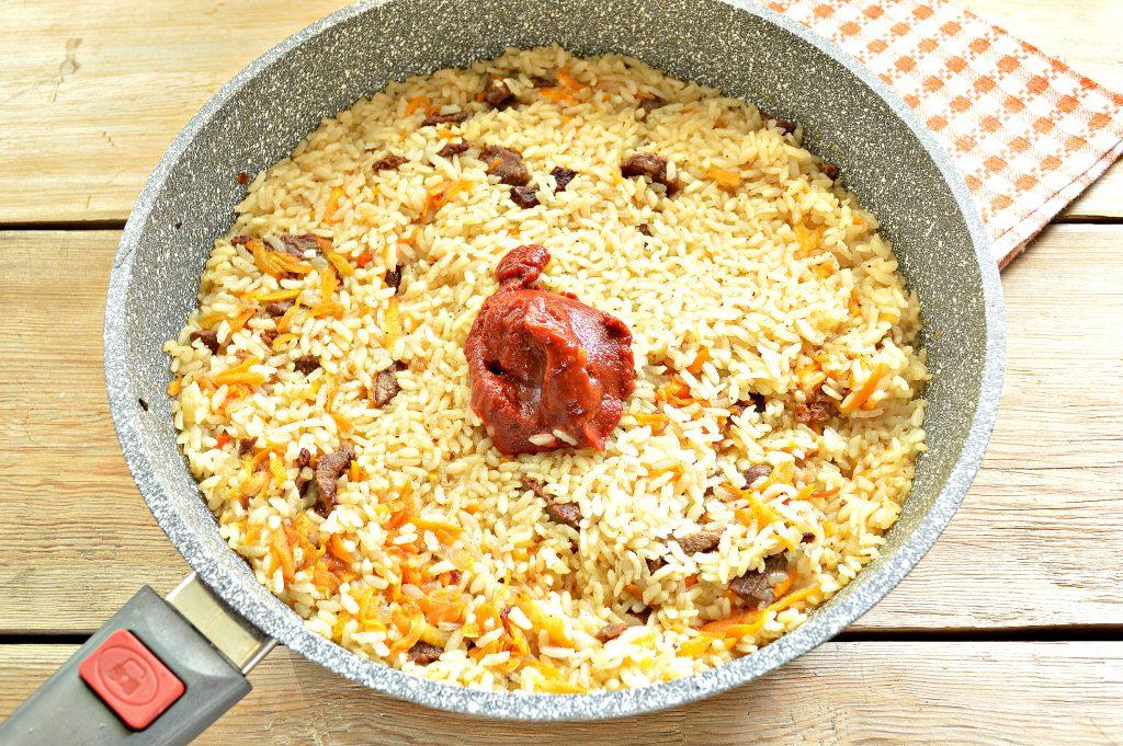 Фото рецепта - Говядина с рисом на сковороде - шаг 6