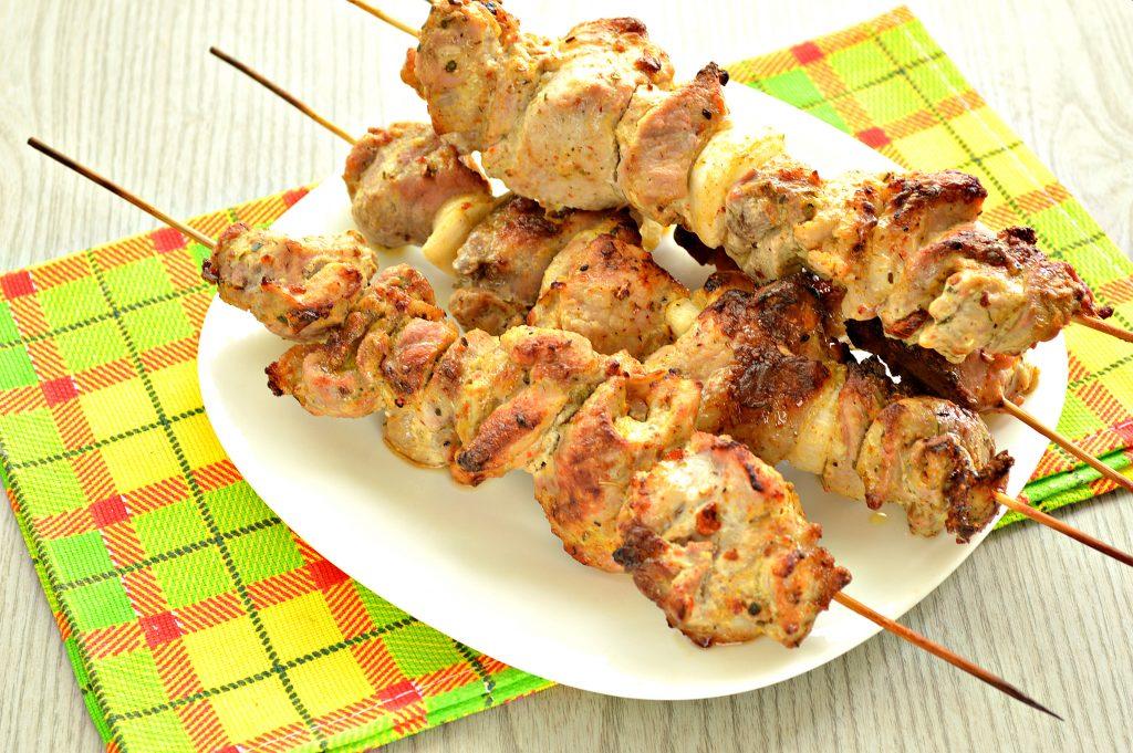 Фото рецепта - Шашлык из свинины на шпажках в духовке - шаг 6