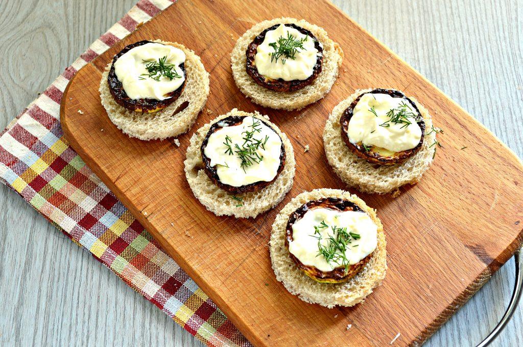 Фото рецепта - Бутерброды с кабачками и зеленью - шаг 6