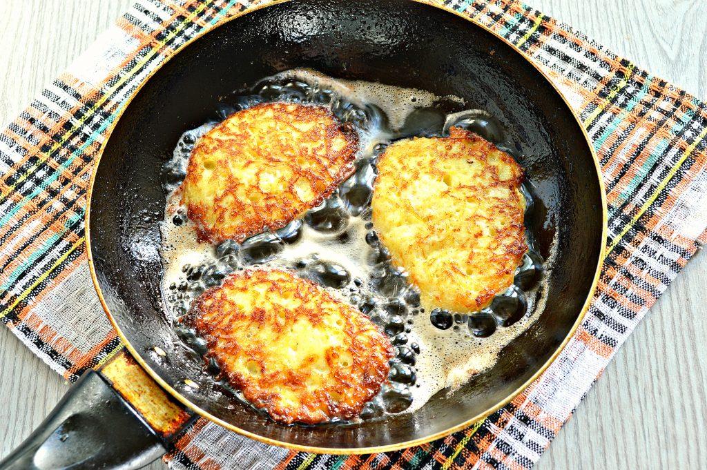Фото рецепта - Рёшти (картофельные оладьи) - шаг 6