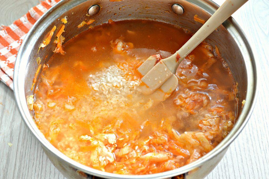Фото рецепта - Капуста, тушенная с рисом и курицей - шаг 6