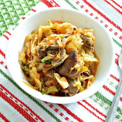 Солянка из капусты, тушеная с куриной печенью - рецепт с фото