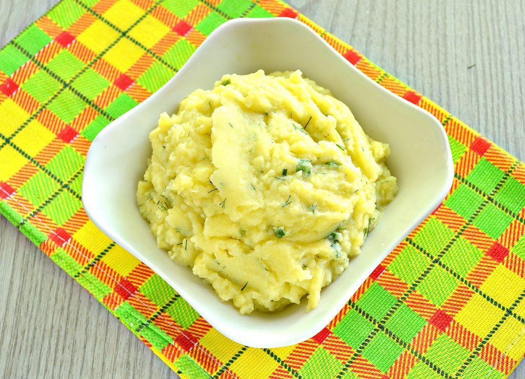 Фото рецепта - Картофельное пюре с зеленью и молоком - шаг 7