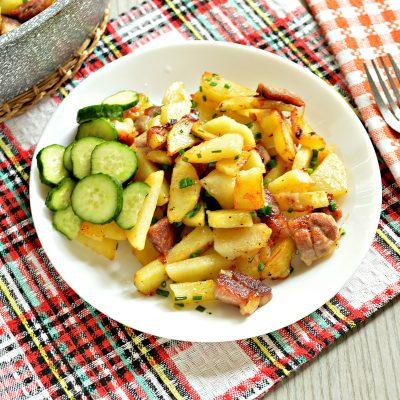Жареная картошка со свининой на сковороде - рецепт с фото