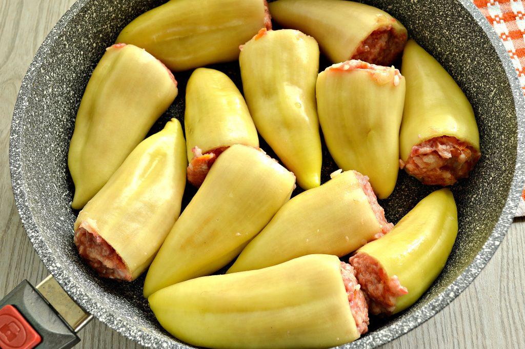 Фото рецепта - Фаршированный перец с рисом в томатной заливке - шаг 7