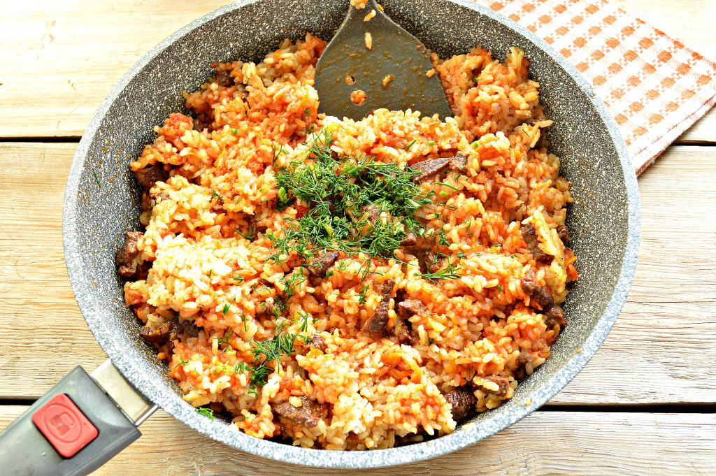 Фото рецепта - Говядина с рисом на сковороде - шаг 7