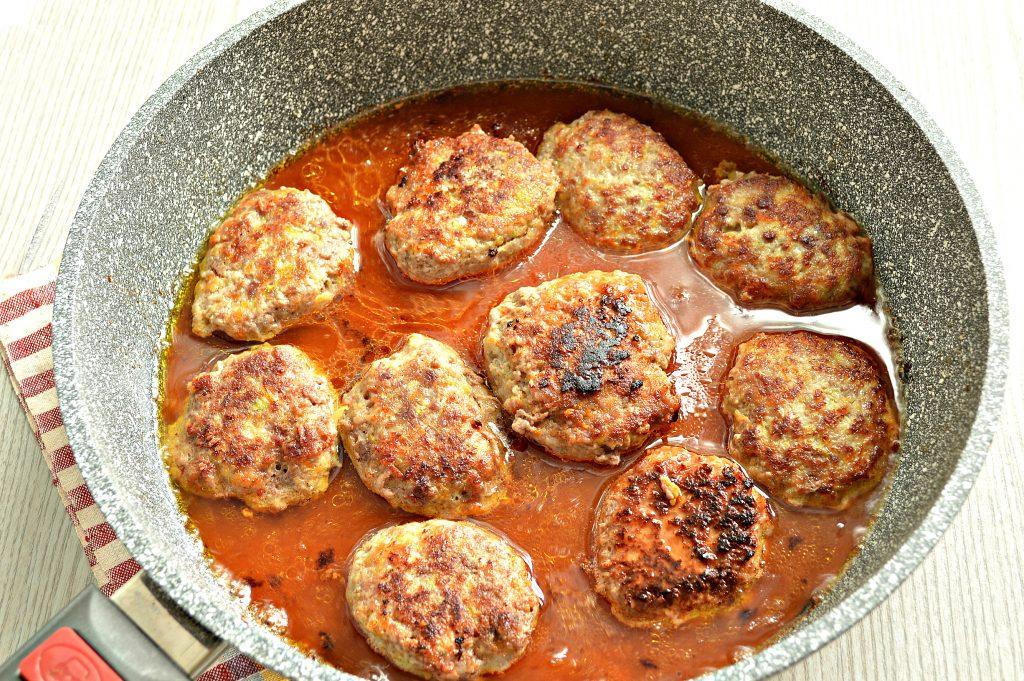 Фото рецепта - Нежные мясные котлеты с кабачком - шаг 7