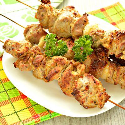 Шашлык из свинины на шпажках в духовке - рецепт с фото