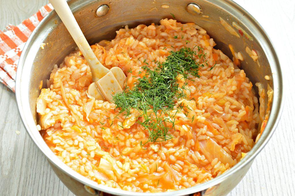 Фото рецепта - Капуста, тушенная с рисом и курицей - шаг 7