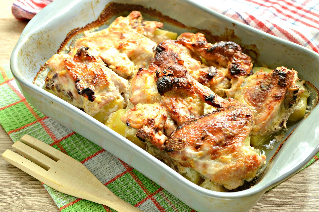Курица с картошкой, запеченная в сметане
