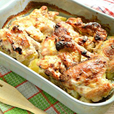 Курица с картошкой, запеченная в сметане - рецепт с фото