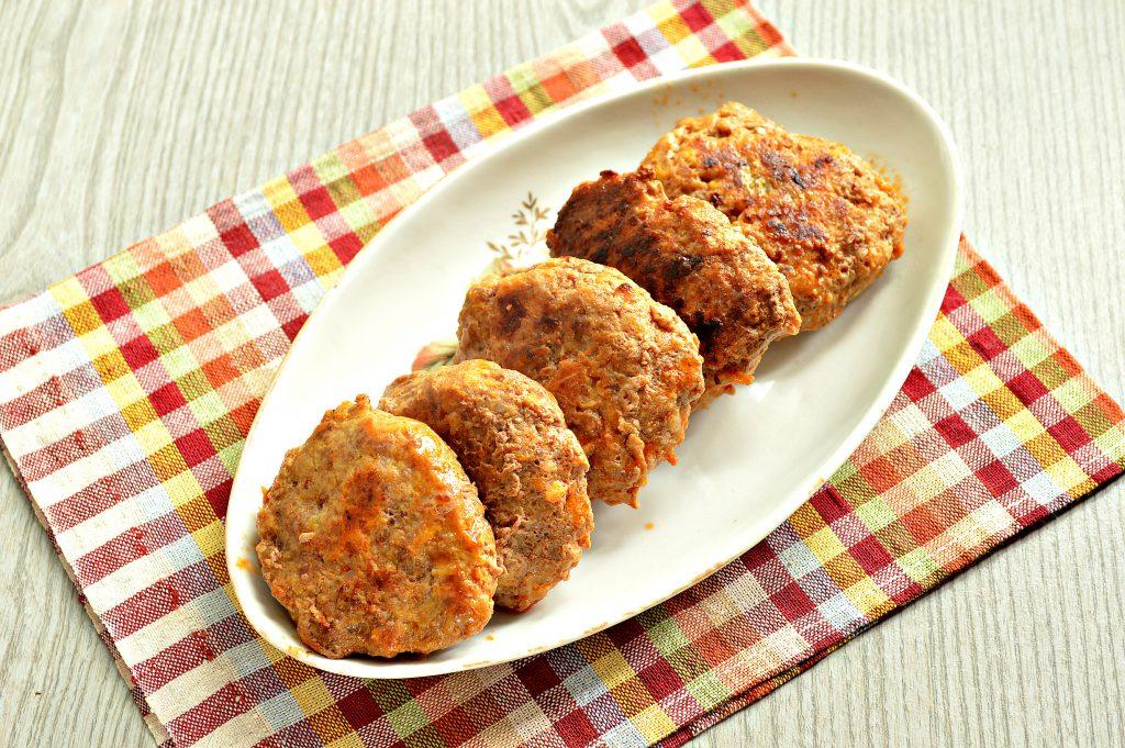 Фото рецепта - Нежные мясные котлеты с кабачком - шаг 8