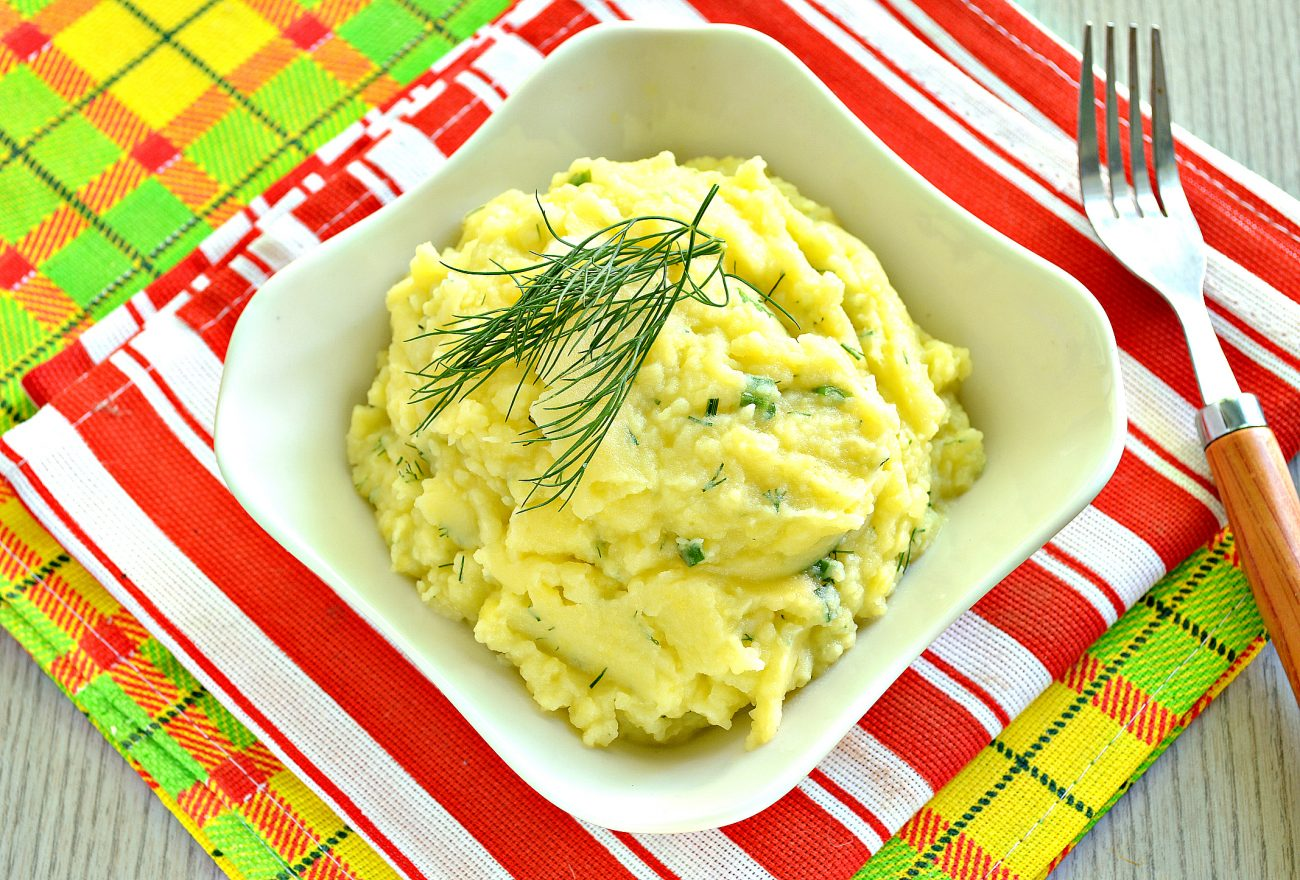 Картофельное пюре с зеленью и молоком
