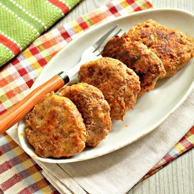 Нежные мясные котлеты с кабачком - рецепт с фото
