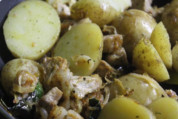 Фото рецепта - Жаркое из свинины и картофеля с тмином в духовке - шаг 5
