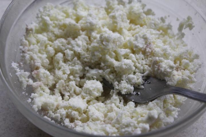 Фото рецепта - Домашняя творожно-чесночная намазка к печеным овощам - шаг 3