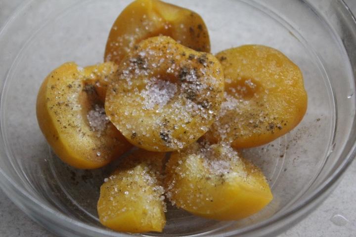 Фото рецепта - Запеченный абрикосовый десерт с корицей и ромом - шаг 2