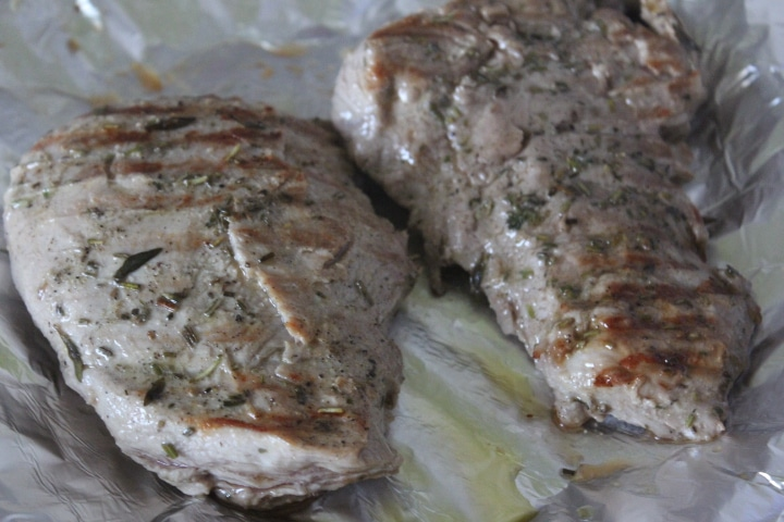 Фото рецепта - Стейк-гриль из говядины с травами, запеченный в фольге - шаг 4