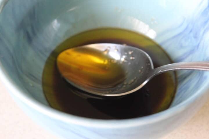 Фото рецепта - Кисло-сладкий чесночный соус к рыбе - шаг 3