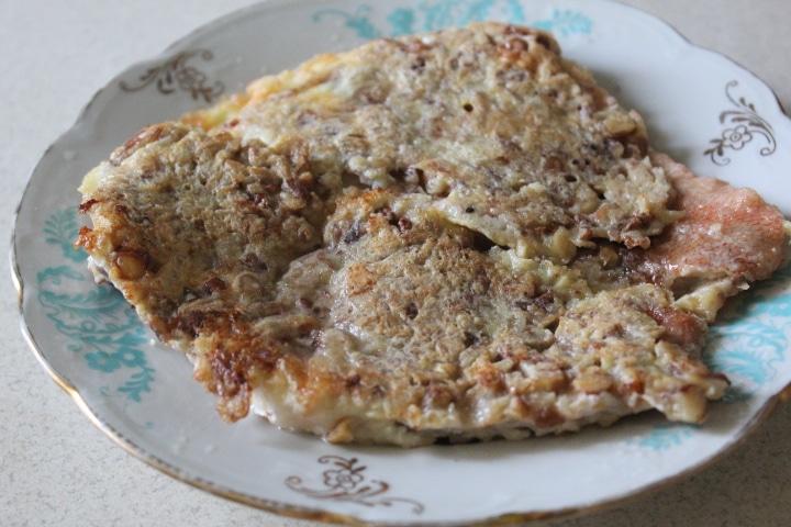 Жареный морской окунь в ореховой шубке
