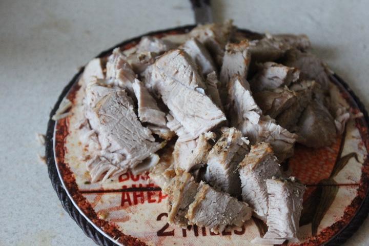 Фото рецепта - Говядина с баклажанами – острая закуска в томатном соусе - шаг 5